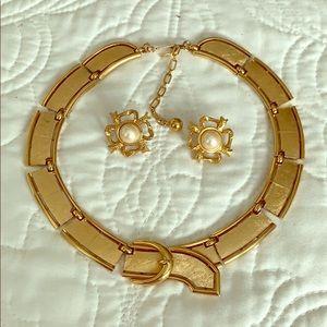 VINTAGE Trifari necklace with buckle